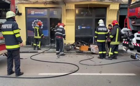 Panică pe o stradă din Capitală. Un magazin de trotinete a luat foc