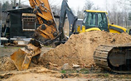 Femeie care traversa strada, lovită de un excavator, la Galați