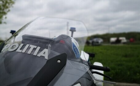 Un șofer a fost prins conducând cu 170 de km/h pe un drum cu limita de 70 de km/h