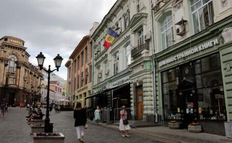 Șoferul Ambasadei R. Moldova în Rusia circula de 14 ani cu un permis auto fals. Cum a fost prins