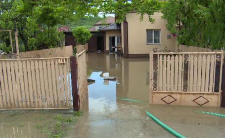 """Ploile au făcut prăpăd în mai multe zone din țară: """"A fost prăpădul lumii. A plouat cum n-am văzut niciodată până acum"""""""