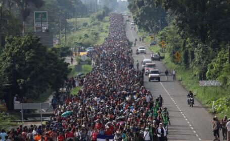 Viktor Orban: Legiuni de migranţi bat la porţile Europei