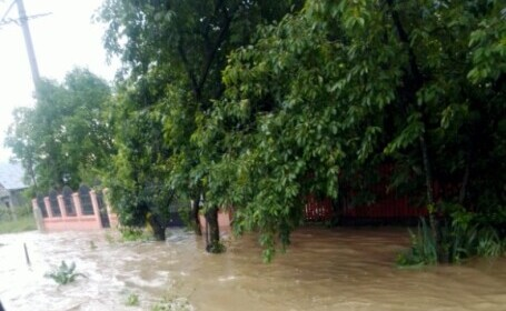 După furtuni, vin inundațiile. A fost emis cod galben pentru râuri din 15 județe