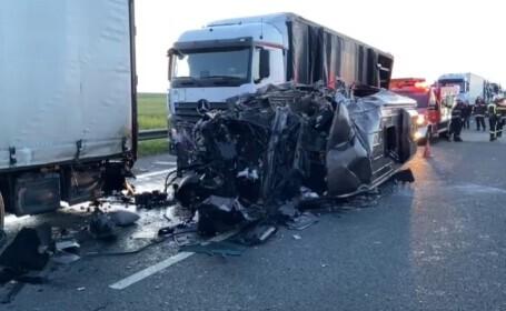 Accident grav, pe A1, la ieșirea din țară: O persoană a murit și 16 sunt rănite