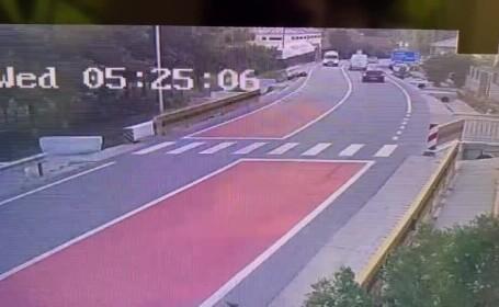 Accident filmat în Dolj. Un copil de 4 ani a murit după ce șoferul a intrat într-un cap de pod