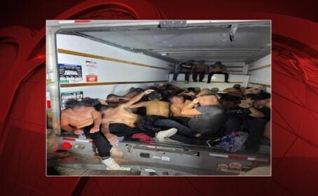 """33 de migranți """"aproape decedați"""" au fost găsiți încuiați într-o camionetă, în Texas"""