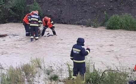 Apele fac ravagii în Moldova. Un bărbat luat de viitură în Neamț a murit, iar un altul este dat dispărut în Bacău