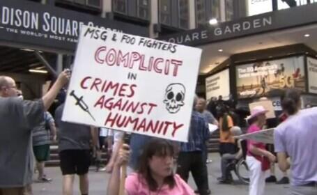 Concert Foo Fighters, cu sala plină, dar numai cu spectatori vaccinați. La intrare au fost proteste