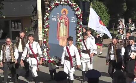 """Procesiune cu racla Sfântului Ioan cel Nou, la Suceava. """"Sfântul ne ocrotește"""" spun oamenii"""