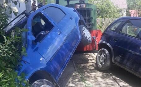 Mocănița Apusenilor a lovit două mașini. Locuitorii au protestat și se plâng de atracția turistică