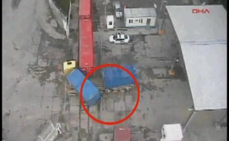 Miracol: a scapat cu viata dupa ce un camion s-a rostogolit peste el!