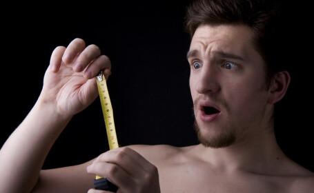 Barbat cu centimetru