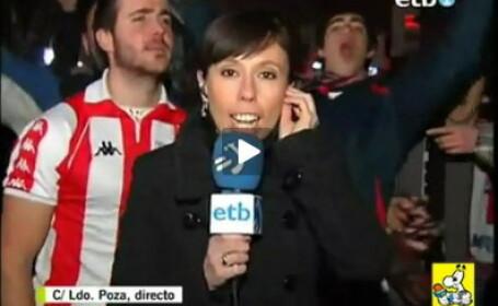 Suporter nebun: a mimat sexul cu o reporterita in timpul unei transmisiuni