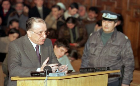 Iliescu, scos de sub urmarire in dosarul privind mineriada din 1990