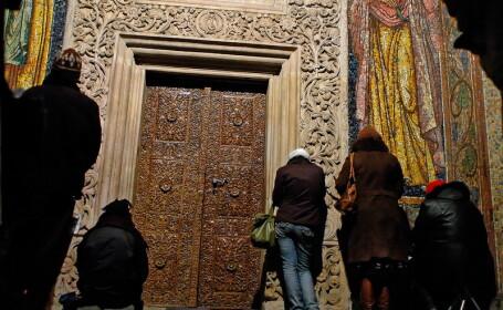 Inghesuiala la Galati, la moastele mucenicilor de la Manastirea Niculitel