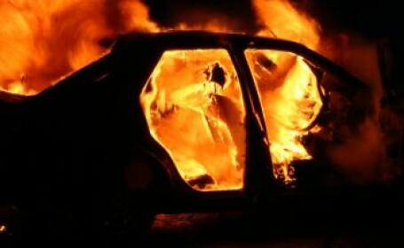 Minute de groaza in sectorul 1 al Capitalei, dupa ce o masina a luat foc