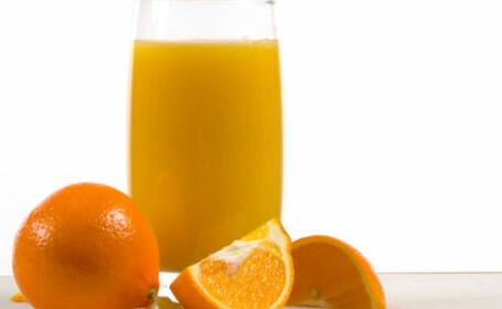 Sucul de fructe ar trebui scos din dieta. De ce unele sortimente sunt la fel de periculoase ca bauturile carbogazoase