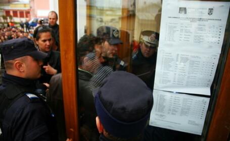 Jandarmii au intervenit in fata profesorilor la Buzau