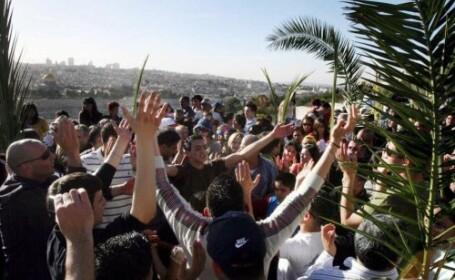 Vezi imagini de la procesiunile religioase de la Ierusalim si Vatican