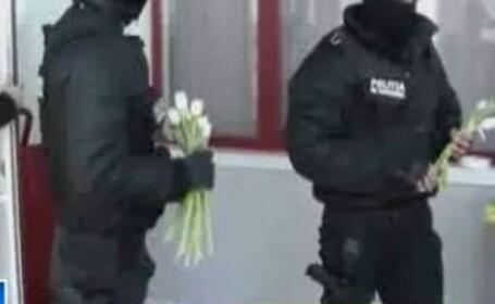Jandarmi cu flori