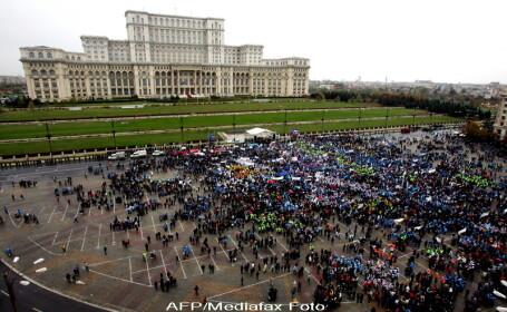 Protestul sindicatelor s-a incheiat prematur. Motiunea abia incepuse