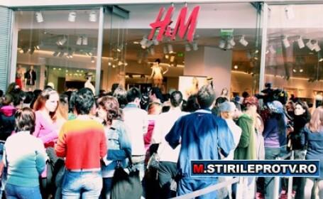 H&M in Romania. La coada de la 06.00. S-au dat cupoane gratis. FOTO