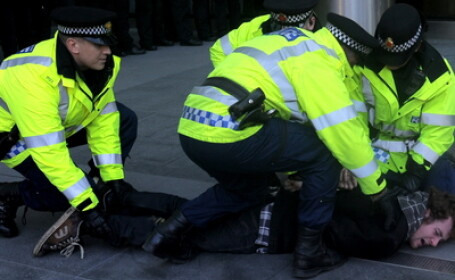 Violente la Londra. Peste 400.000 de oameni au protestat pe strazi