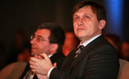 Antonescu: Actuala putere da tarcoale PNL si PSD, in speranta ca unul dintre aceste partide va trada