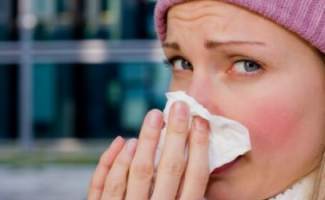 Cum ne ferim de infectiile respiratorii in sezonul rece. Alimentele-minune care iti cresc imunitatea