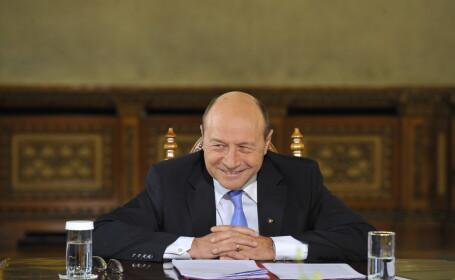 Basescu: Nu sunt jignit de atacurile cu infatisarea; la ochiul stang am o \