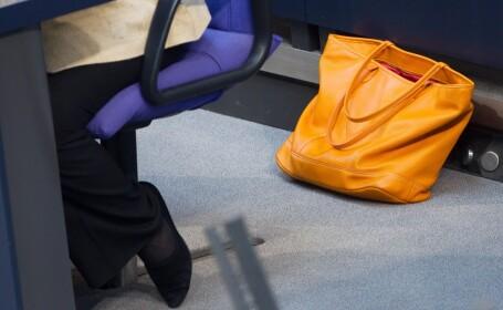 O femeie din Rusia a gasit intr-un lift o punga cu 500 de diamante