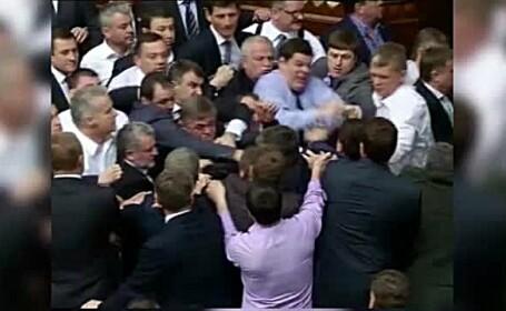 Bataie in Parlamentul Ucrainei