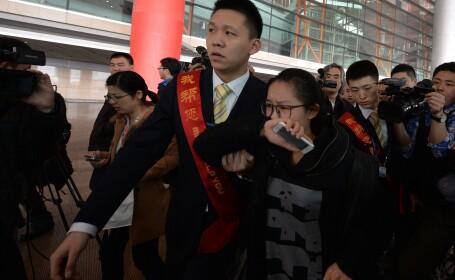 Telefoanele pasagerilor din avionul Malaysia Airlines disparut inca suna. Aria cautarilor aeronavei a fost extinsa