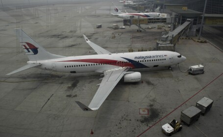 Un muncitor de pe o platforma petroliera sustine ca a vazut avionul Malaysia Airlines explodand in aer