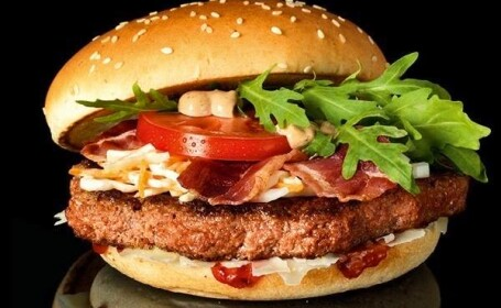 Cel mai scump hamburger lansat pana acum de McDonald\'s. Cum arata sandvisul de 40 de lei