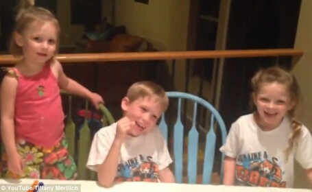 Reactia neasteptata a unui baietel de sase ani care afla ca va avea o a treia surioara. Momentul a fost filmat