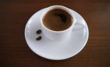 Persoanele care beau cafea in mod regulat au artere mai \