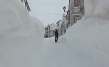 Ninsoare fara precedent intr-o localitate din Italia. Zapada a atins 2,5 metri in doar 18 ore, blocand oamenii in case