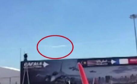 Doua avioane s-au ciocnit in timpul repetitiilor pentru un spectacol aviatic. Un martor a filmat de la sol momentul