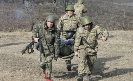 Primul ministru Arseni Iateniuk, cere plasarea fortelor armate ucrainene in stare de alerta