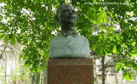 bustul lui Tudor Arghezi