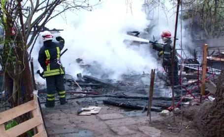 Un incendiu a mistuit locuinta modesta a unei familii cu sase copii, din Baia Mare. Micutii au scapat ca prin minune