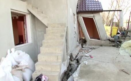 Imagini dramatice in judetul Bacau. Zeci de persoane au fost evacuate dupa ce alunecarile de teren le-au inghitit casele