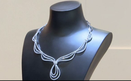 Targul de bijuterii de la Hong Kong. Care este metalul pretios la moda acum
