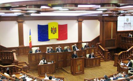 Moldovenii isi vor alege singuri presedintele. Legea prin care decizia era luata de Parlament e neconstitutionala