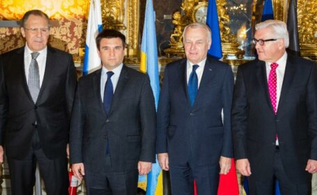 Ministrul de externe ucrainean NU a vrut sa stea langa cel al Rusiei la poza de grup. Momentul stanjenitor al intalnirii