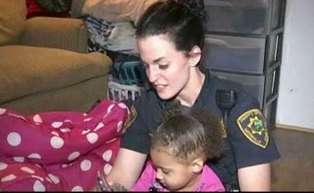 O fetita de doi ani a facut un oras intreg din SUA sa rada. Motivul amuzant pentru care a sunat la politie