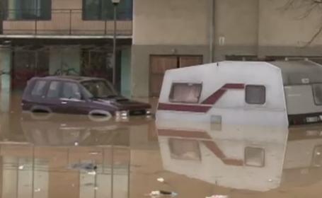 Inundatii puternice in Serbia. Zeci de familii si-au parasit casele in pericol sa fie luate de viituri