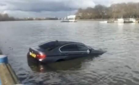 Scene incredibile in Londra: un BMW se scufunda in Tamisa, dupa ce soferul a parcat masina pe un dig, aproape de rau. VIDEO