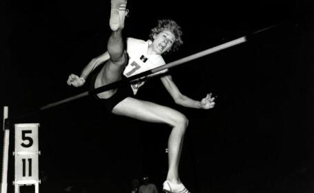14 recorduri mondiale, 2 titluri olimpice si prima atleta desemnata pentru Hall of Fame. Cariera Iolandei Balas, in imagini